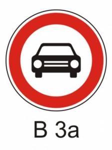 B 3a - zákaz vjezdu všech mot. vozidel s výjimkou motocyklů bez postr. vozíku