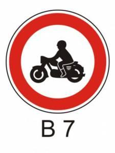 B 7 - zákaz vjezdu motocyklů