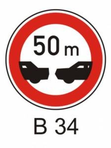B 34 - nejmenší vzdálenost mezi vozidly
