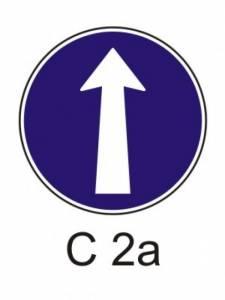 C 2a - přikázaný směr jízdy přímo