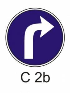 C 2b - přikázaný směr jízdy vpravo