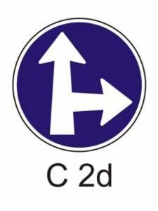 C 2d - přikázaný směr jízdy přímo a vpravo