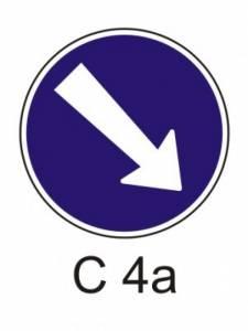 C 4a - přikázaný směr objíždění vpravo