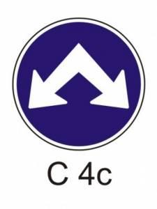 C 4c - přikázaný směr objíždění vpravo a vlevo