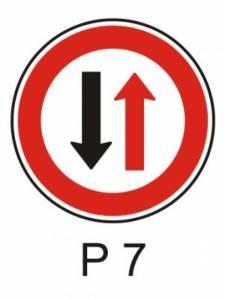 P 7 - přednost protijedoucích vozidel